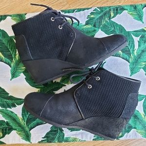 🌿Toms Black Wedge Ankle Bootie Size 8🌿
